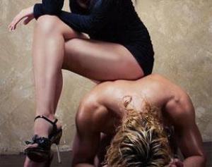 Фото девушки доминирует над мужчиной фото 652-210